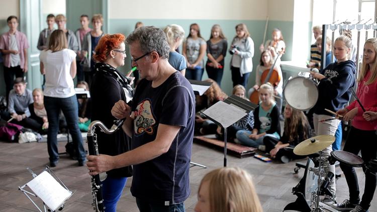 Zdjęcie z warsztatów artystycznych Lutoschool, realizowanych przez Fundację Muzyka jest dla wszystkich w 2013 roku; foto Krzysztof Gajewski